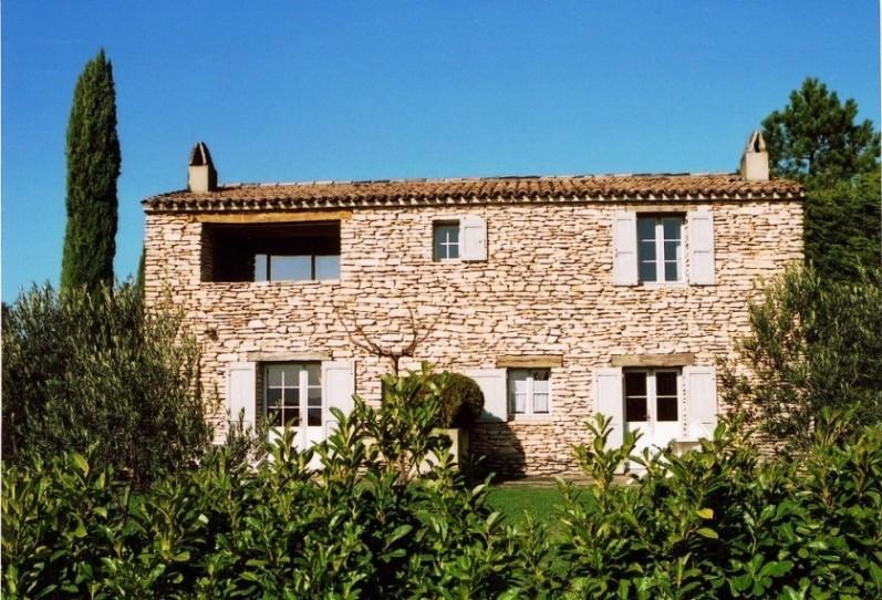 Domaine en vente en Luberon comprenant plusieurs batiments en pierre