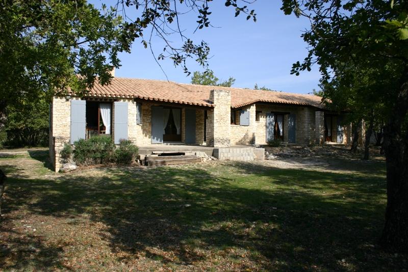 Vente maison à Gordes, plain pied, jardin agréable avec possiblité pour piscine