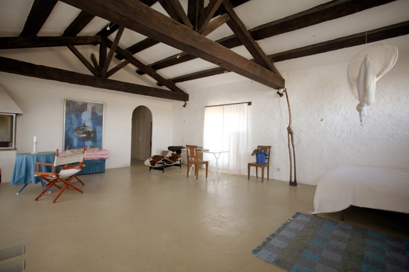 300 m² d'un château médiéval en luberon, partiellement restauré, avec jardin et piscine.