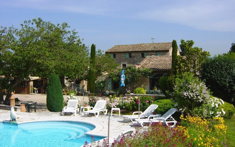 Mas du 18 ème siècle en Luberon, possibilité d'un petit hôtel ou de chambres d'hôtes