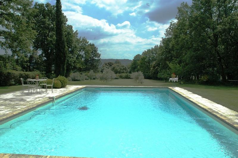Ventes mazet 19 me en sud luberon avec piscine sur 21 000 for Piscine 19eme