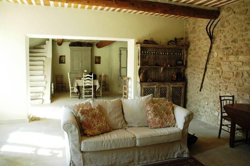 Maison de hameau en Luberon, proche Gordes, avec cour fermée et piscine