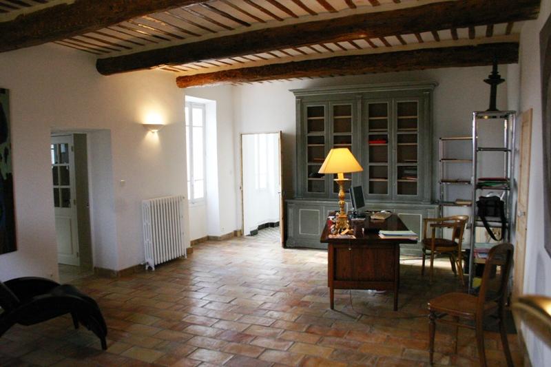 Agréable maison bourgeoise du 19ème siècle au milieu des vignes du Ventoux