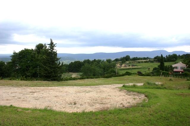 Entre Apt et Saint Saturnin les Apt, terrain de 3000 m² avec vue