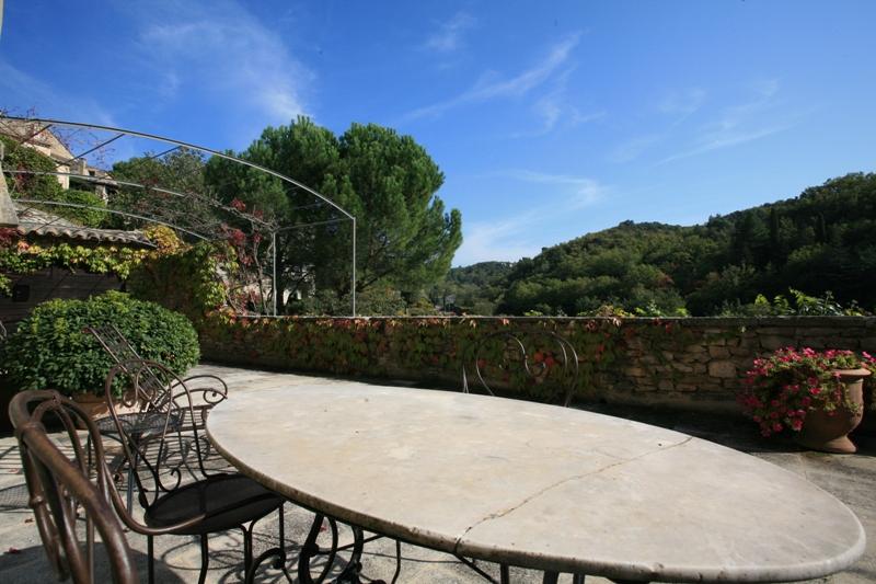 Belle maison de village avec jardin et piscine en Luberon