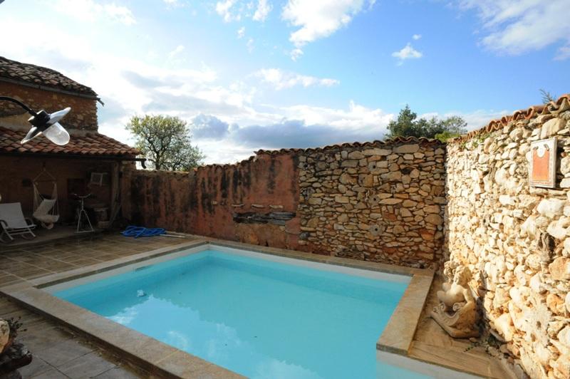 Proche Mont Ventoux , maison de Maître avec piscine au coeur d'un hameau.