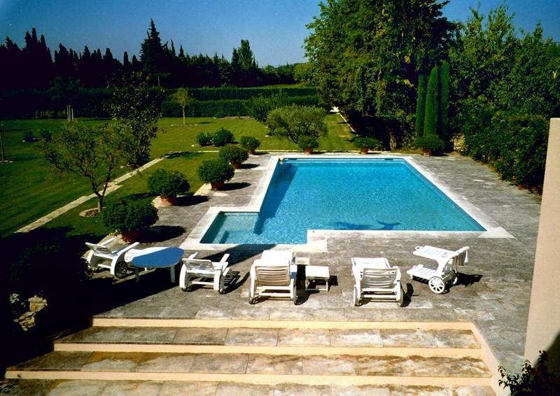 Luberon, mas restauré de 484 m² sur un terrain paysagé et clôturé de 7400 m²