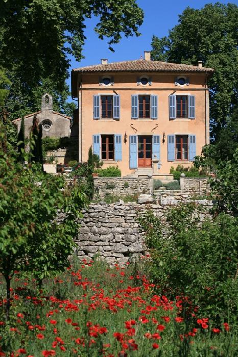 Château provençal du XVIIème siècle en Luberon, demeure historique avec orangerie et chapelle
