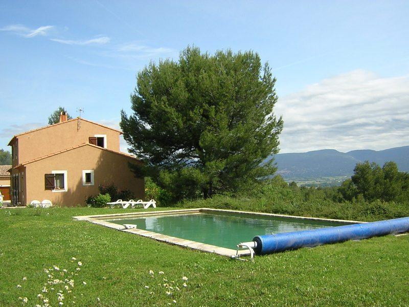 Ventes dans le luberon belle villa en position dominante for Camping dans le luberon avec piscine
