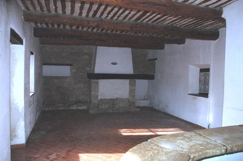 Vieux mazet au pied du Luberon, proche village