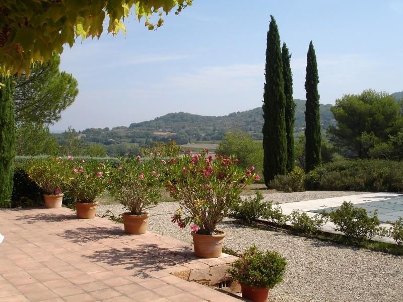 Luberon, belle villa provençale avec piscine sur plus de 2 hectares.