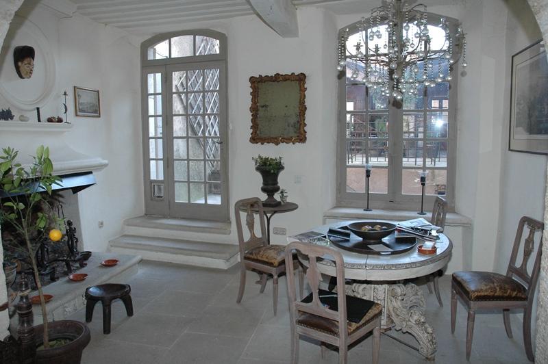 Luberon, maison de caractère du 17ème siècle sur 3 niveaux , restaurée avec des matériaux de qualités