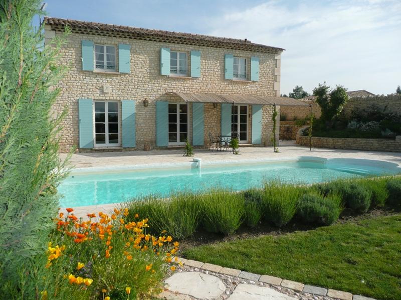 Ventes luberon maison en pierre avec annexes et piscine for Location gites luberon avec piscine