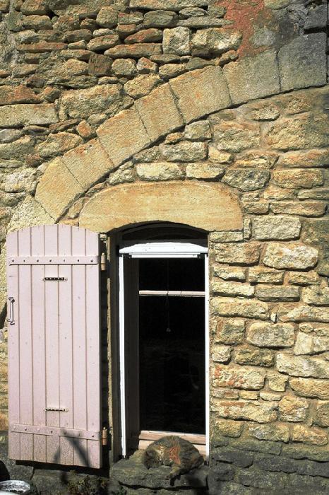Gordes, authentique ferme fortifiée sur 4,4 hectares