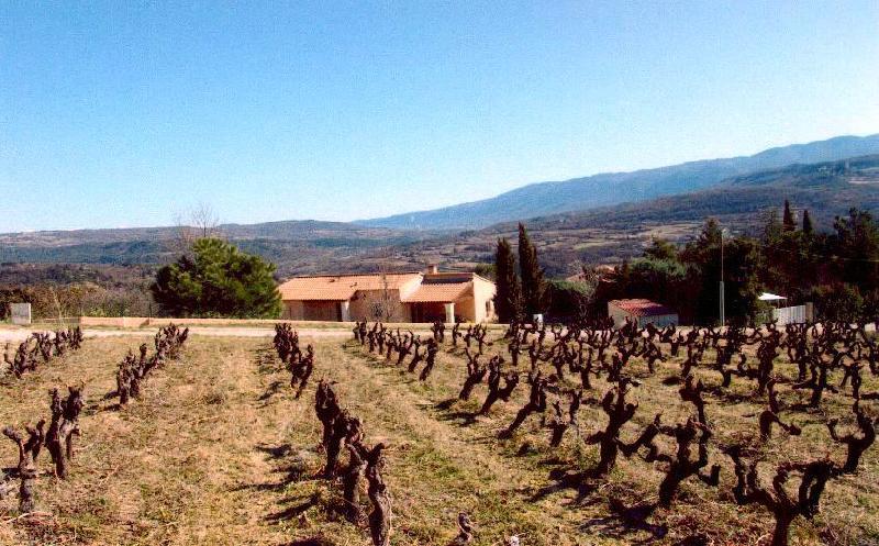 Apt, maison traditionnelle sur 2165 m² avec très belle vue sur le Luberon et les monts de Vaucluse