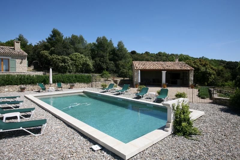 Maison en pierres proche de Gordes avec vue spectaculaire sur le Luberon et les monts du Vaucluse