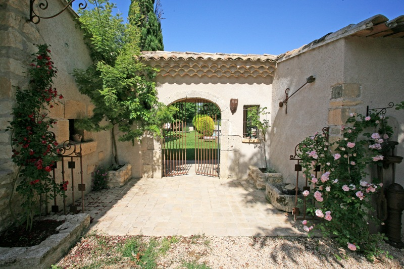 Mas en Provence avec superbe parc de plus de 2,6 hectares, au pied du Luberon