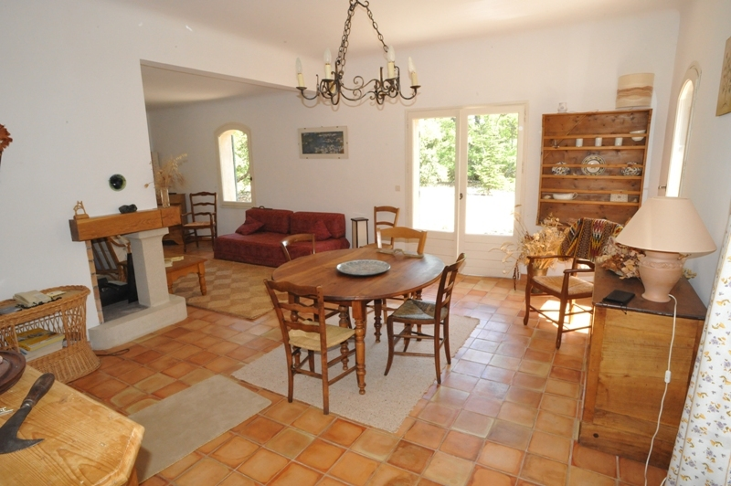 Provence, jolie villa à proximité d'un hameau traditionnel du Luberon