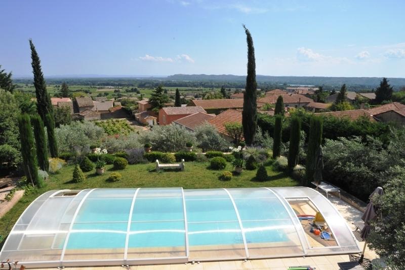 Proche Avignon, maison avec piscine aux vues exceptionnelles