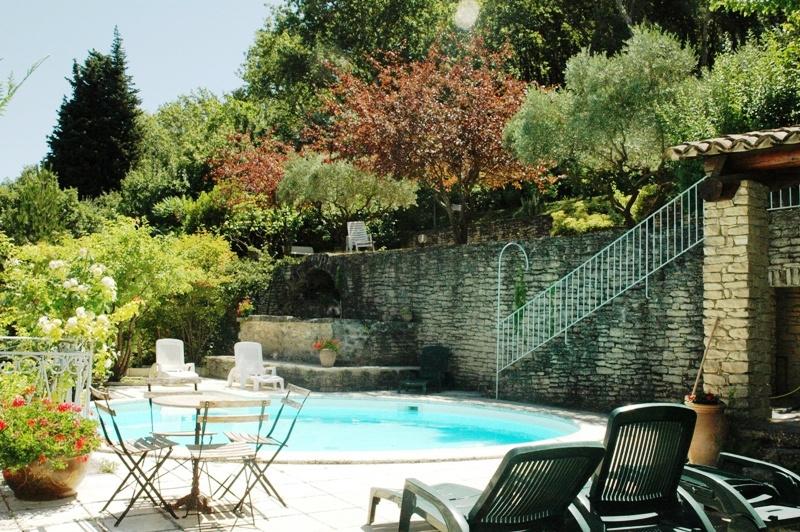 En bordure d'un village du Luberon, belle villa avec vue sur le Mont Ventoux