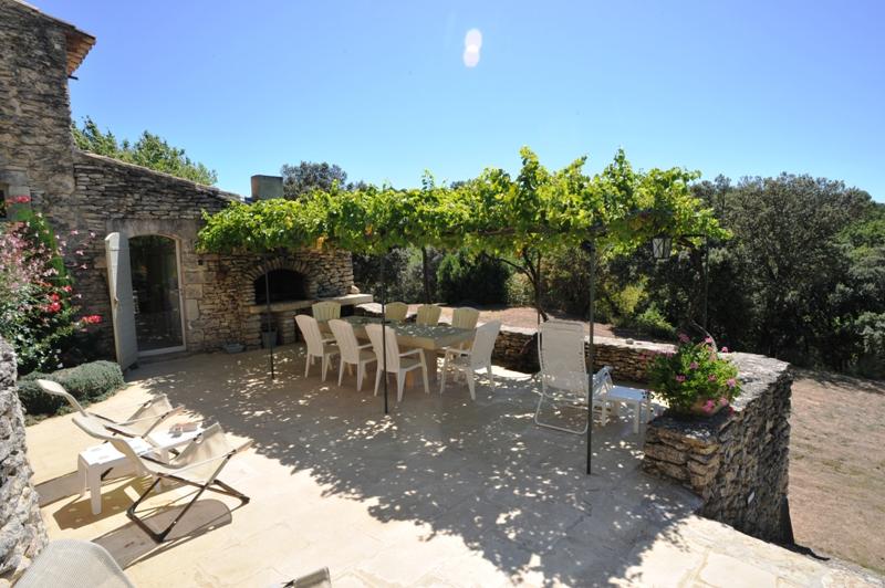 Propriété en pierres du pays - Luberon