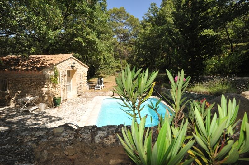 Propriété du Lubéron avec piscine et studio indépendant