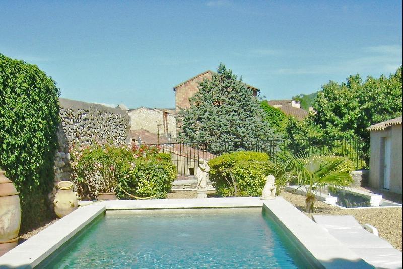 Maison de ville proche Luberon avec jardin et piscine