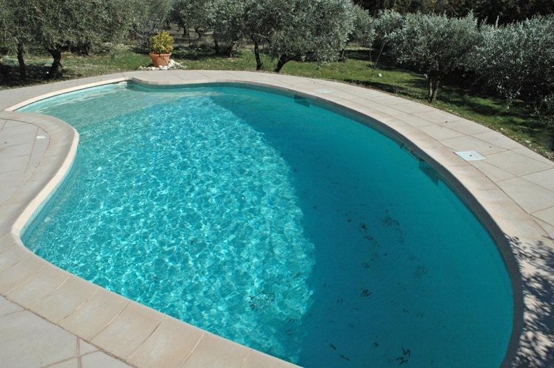 Luberon, agréable villa avec terrasses, piscine et vue