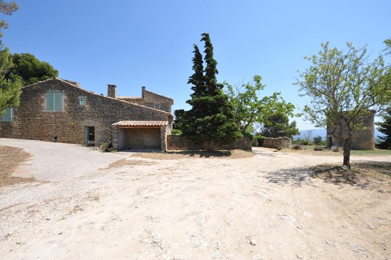 Luberon, mas ancien avec dépendances sur 1 hectare