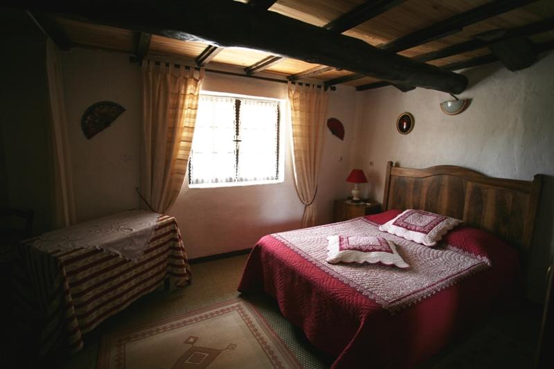 Ferme restaurée avec 9 hectares proche Luberon