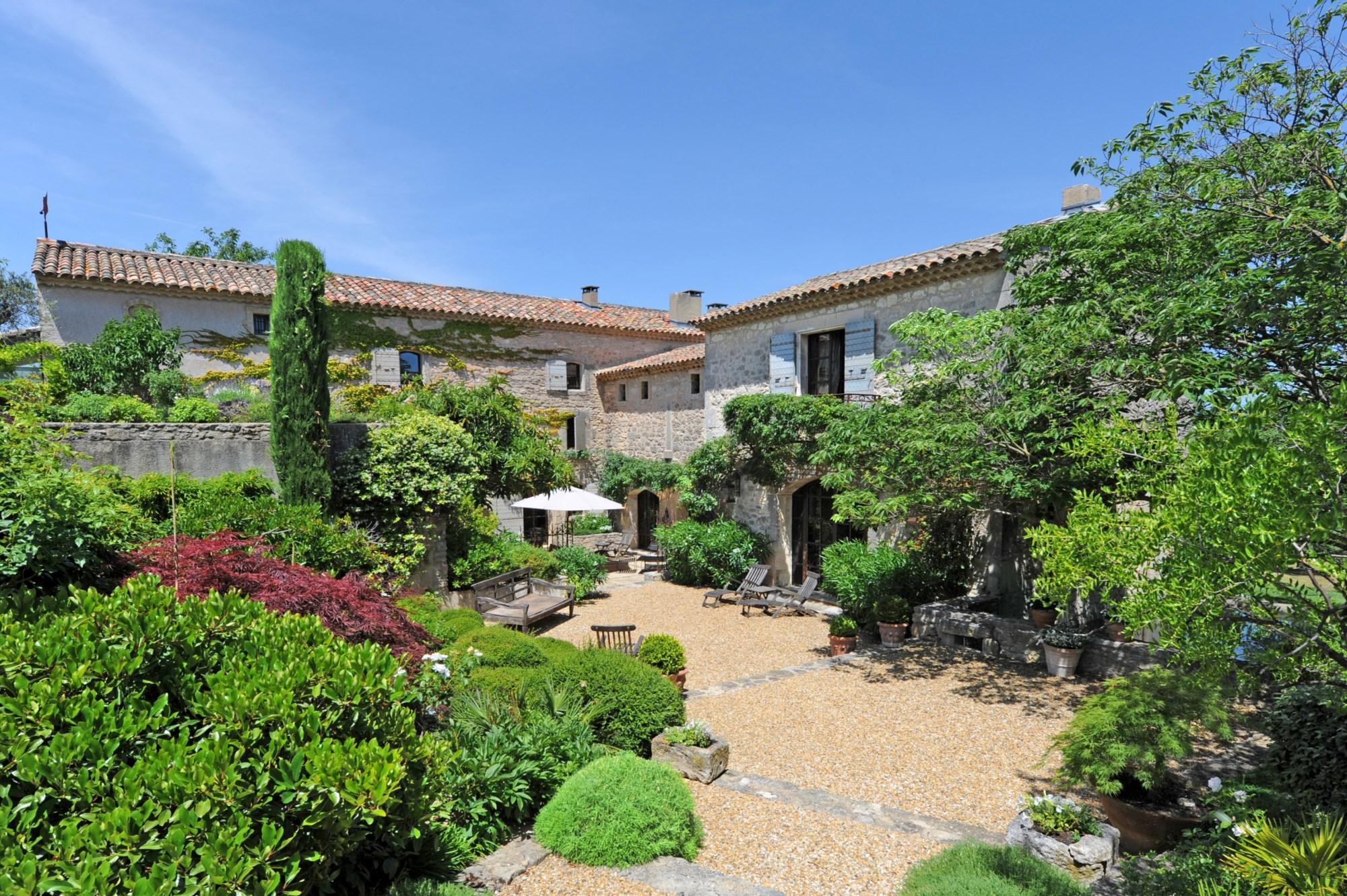 Propriété de prestige vendue par Jean-Christophe ROSIER en Luberon - www.rosier.pro