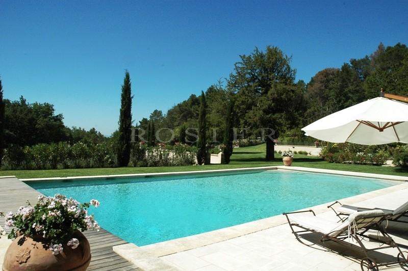Superbe propriété  aux portes du Luberon  avec tennis et piscine
