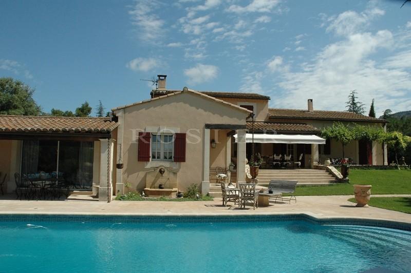Maison récente proche du Luberon, entre Apt et Cavaillon.