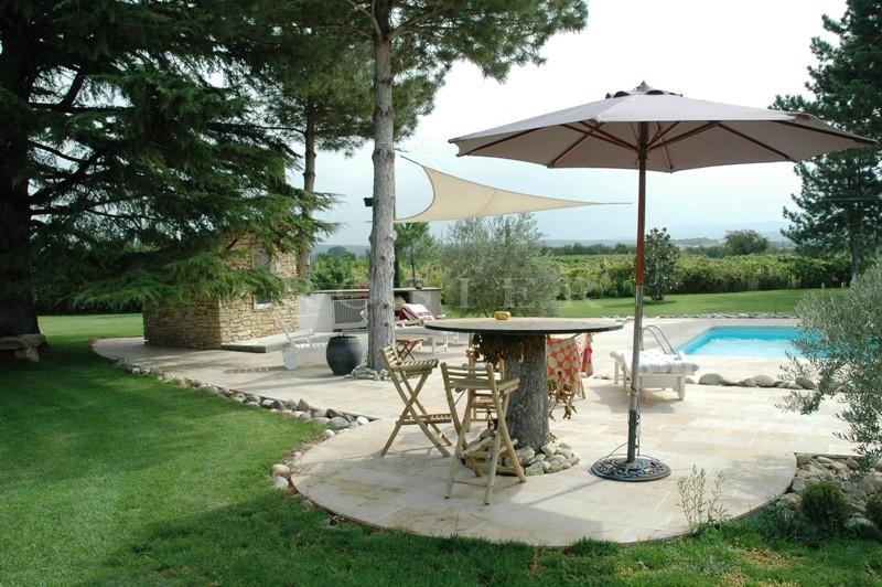 Mas du XVIIIème siècle  proche de Cabrières d'Avignon  avec vue sur le Luberon.