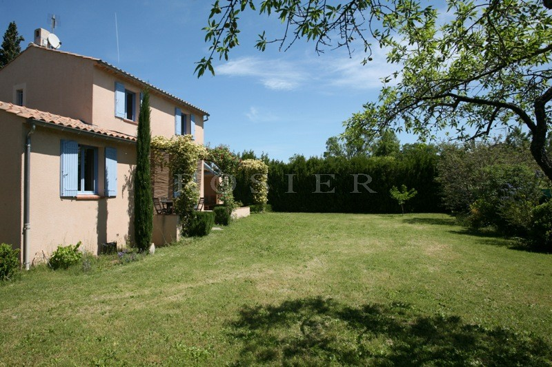 Maison récente à Cabrières d'Avignon, proche Coustellet,  avec terrain clos.
