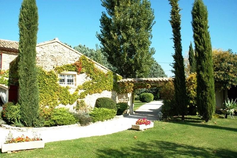 A vendre en Luberon,  mas restauré, proche de Cavaillon avec vue sur le Luberon.