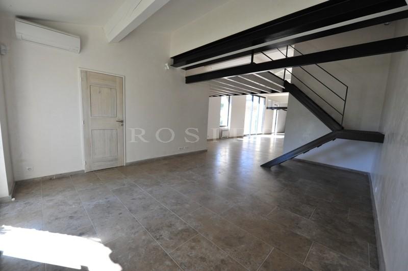 Provence, Luberon, dans la garrigue de Gordes,  à vendre, propriété provençale avec jardin de 6 500 m² environ et piscine