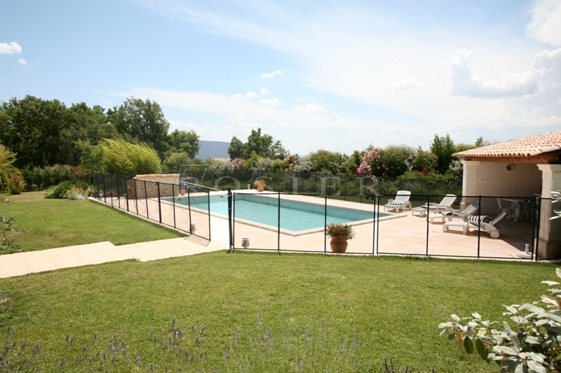 Maison en pierre en Luberon  avec piscine, poolhouse et appartement indépendant.