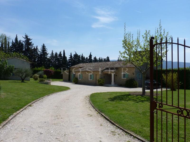 Maison en pierres sèches,  proche du massif du Luberon