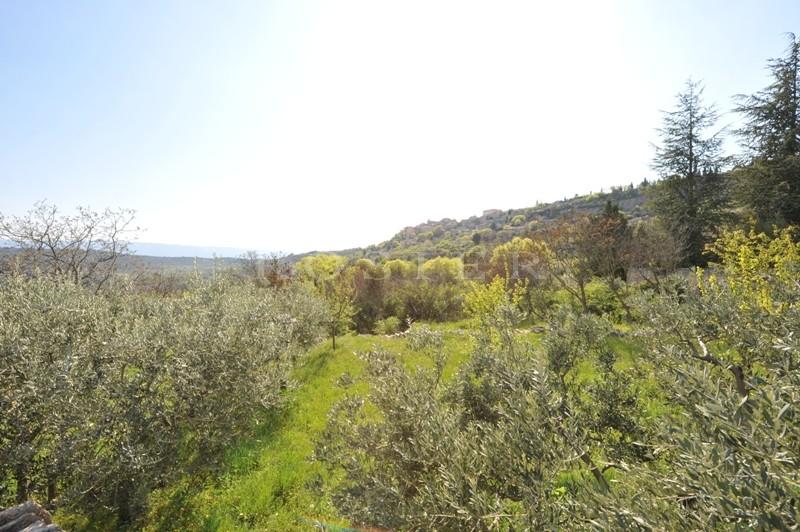 avec vue dégagée sur le Luberon
