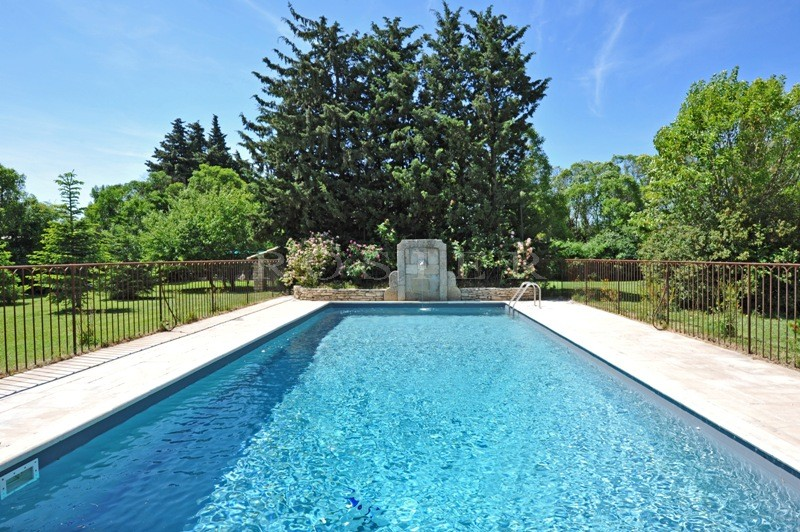 Mas en pierres  dans le Luberon avec piscine