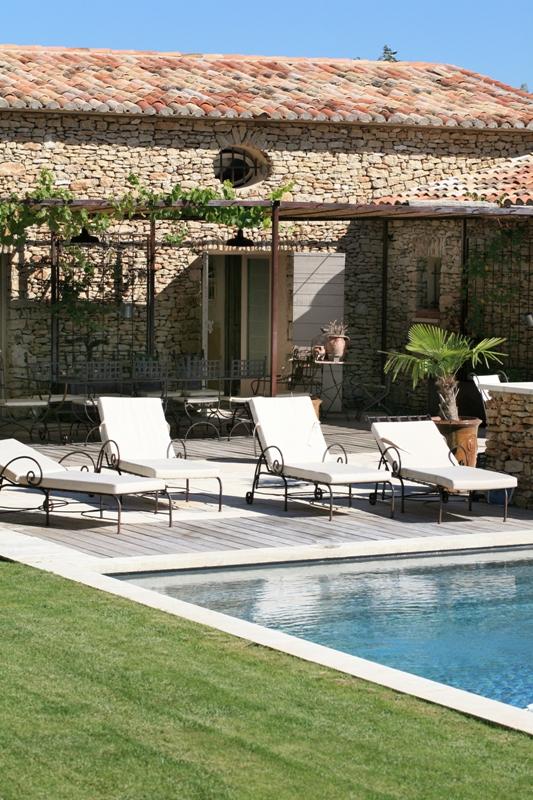 Superbe maison moderne avec vue sur le Luberon et piscine à débordement