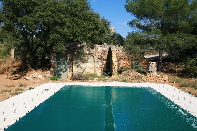 Maison neuve en pierres de Gordes dans le Luberon