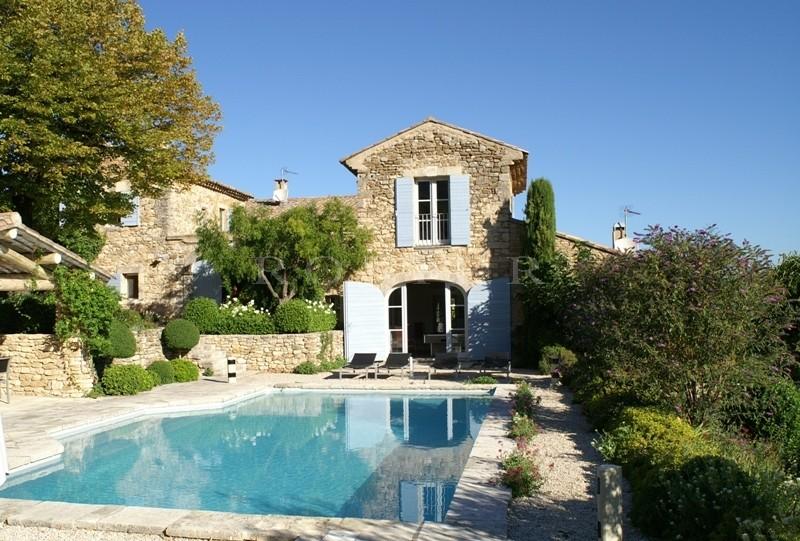 Propriété avec vue et piscine en Luberon