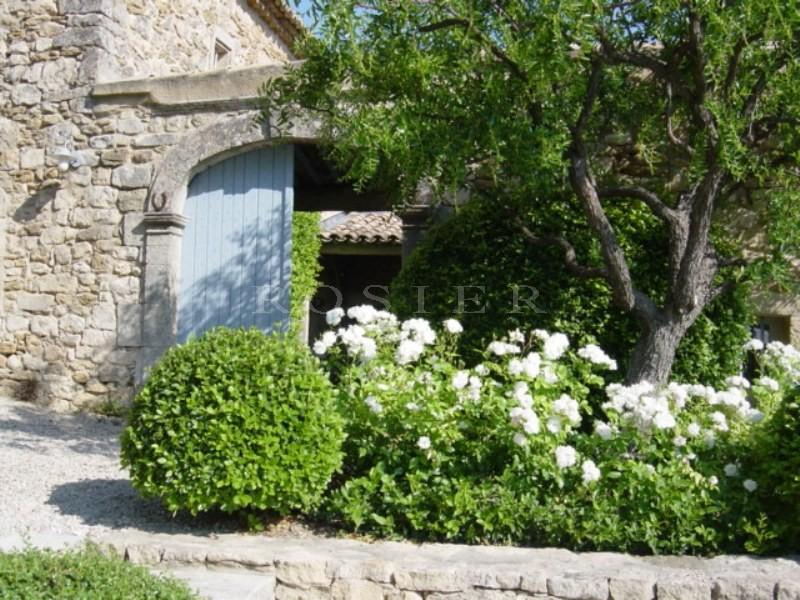 Hameau privé à vendre avec 3 maisons et piscines sur 1.4 hectare avec vue
