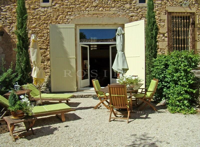 Maison en pierre au coeur d'un agréable hameau du Luberon