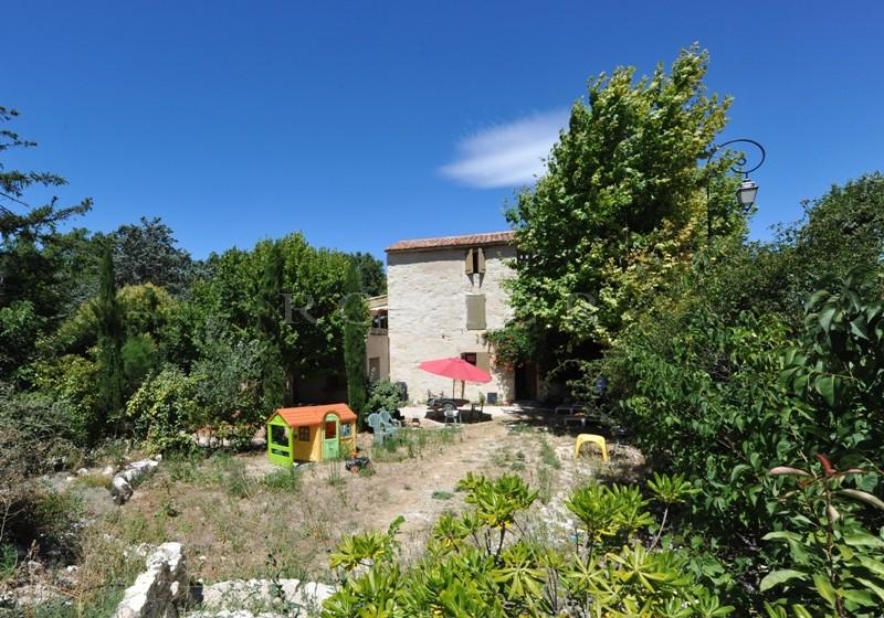 Jolie maison de hameau avec piscine entre Luberon et Ventoux