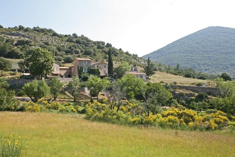 Superbe ensemble de bâtiments au coeur de + de 28 hectares  proche du mont Ventoux