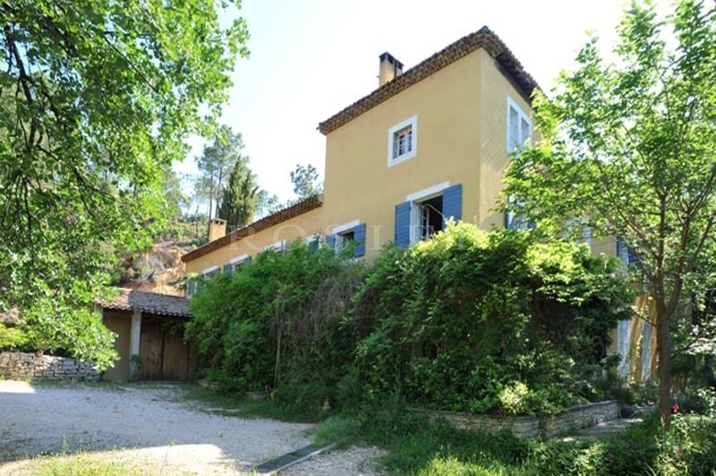 Face au Luberon,  grande propriété de famille