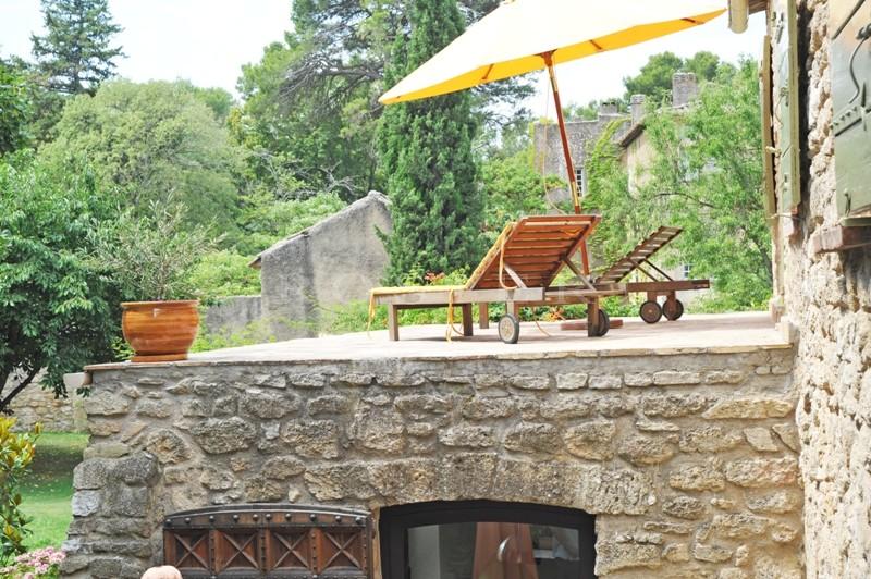 Luberon,  belle maison des XIIIème et XVIIème siècles entièrement réaménagée avec jardin paysagé